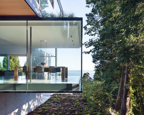 Cantilevered room courtesy Houzz