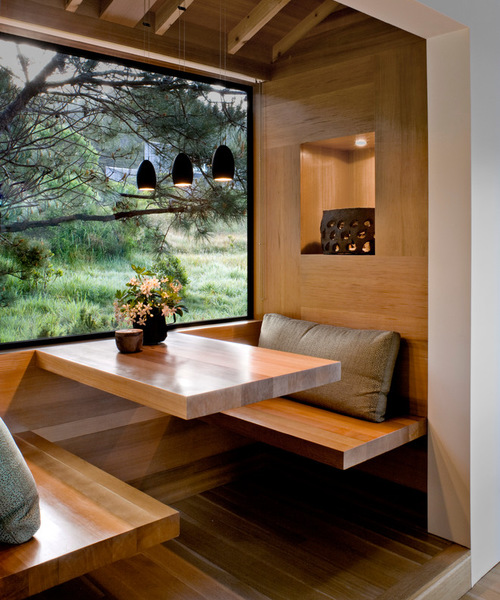 Cantilevered table courtesy Houzz