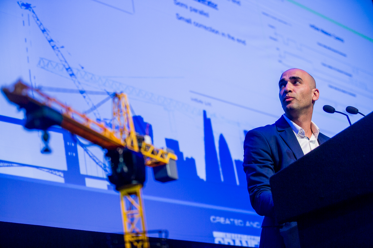 IntSite provdes artificial intelligence for cranes